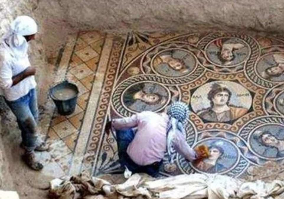 We are geeking out over these 2,200 year old Greek mosaics